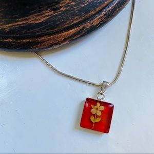 Charming pressed flower necklace